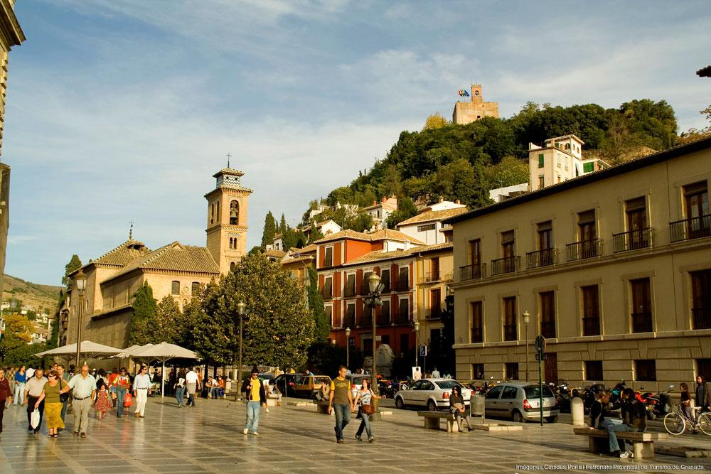 Granada-Plaza-nueva-fondo-iglesia-de-San-Gill-copia